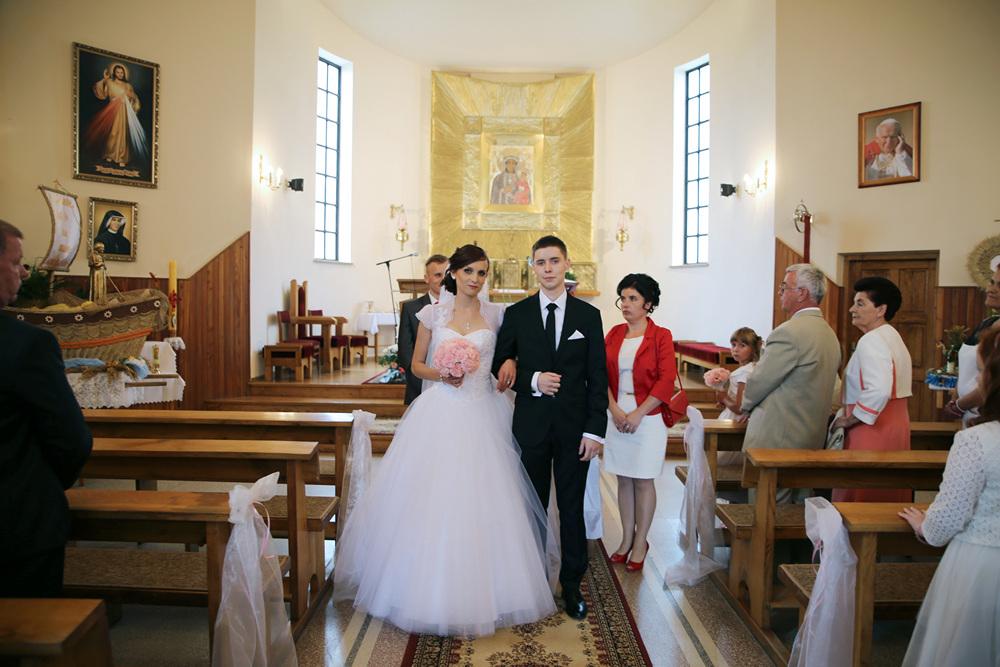 5f77828222 ... profesjonalną obsługę i pomoc w wyborze sukni ślubnej